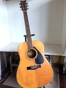 ヤマハのアコースティックギターFG-200D